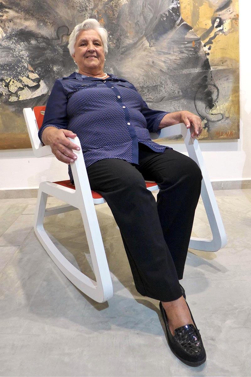 Rita sentada en la silla Rita, primer plano