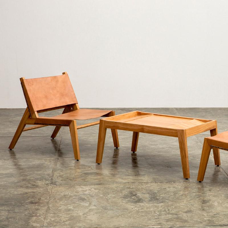 Butaca y mesa en la Expo Convergencias