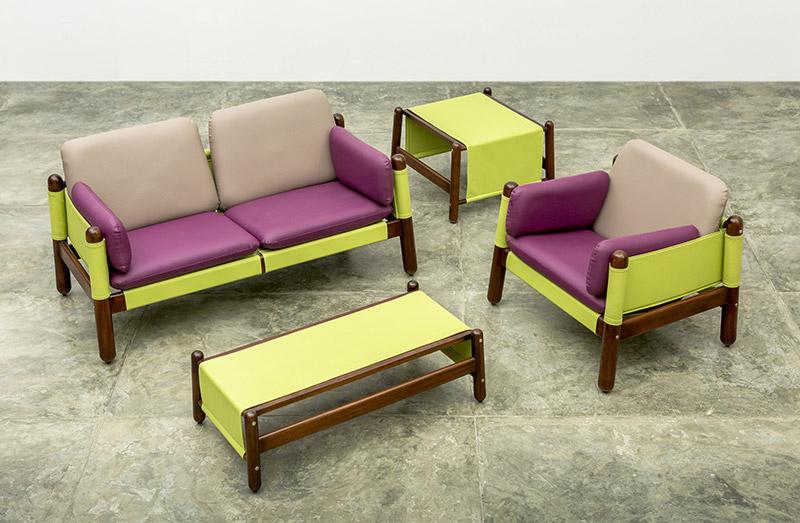 Sofá, mesa de centro, mesa auxiliar y butaca del Conjunto Happy Diseño Luis Ramírez