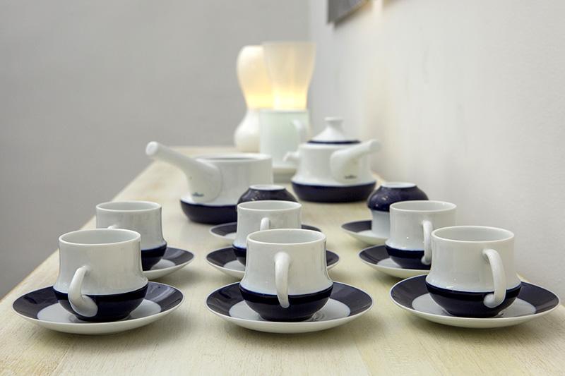 Conjunto de porcelana Cuca, en la Galería Sargadelos. Diseño Luis