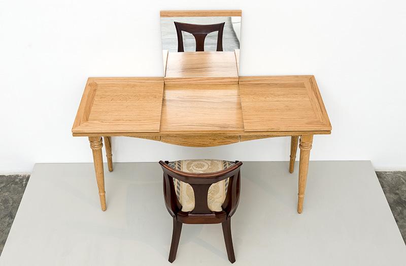 Vista Superior del Escritorio tocador y la silla ISABEL Diseño Luis Ramírez