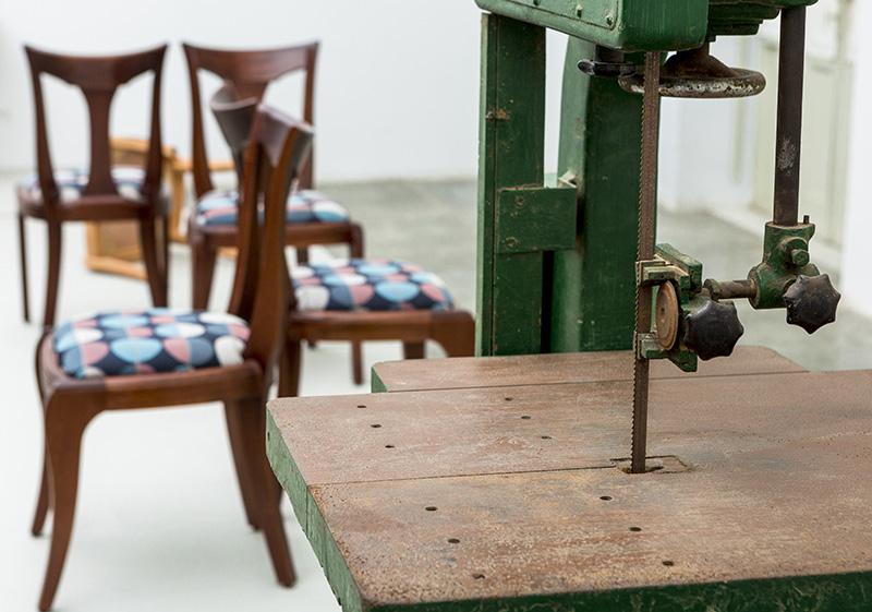 Sinfin utilizado en el taller y sillas Isabel